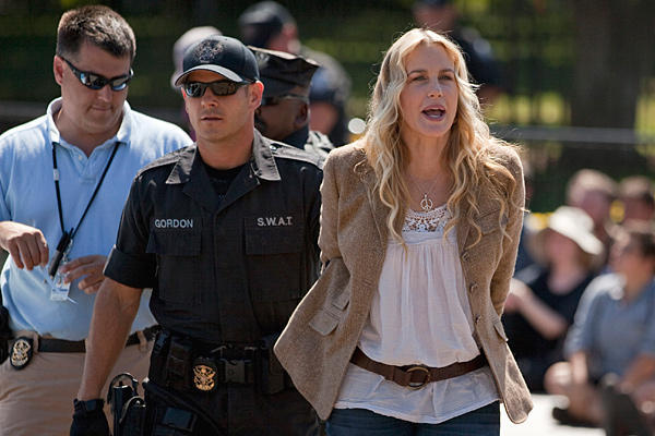 Daryl Hannah arrested in front of White House foto