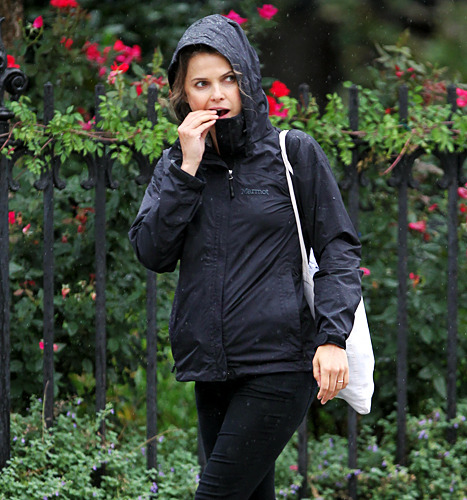 A Walk In The Rain For Pregnant Keri Russell